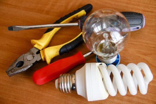 低圧・高圧電気取扱者資格とは?電気取扱者資格概要と電気工事士資格との関係を解説